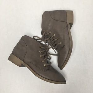 Candie's gray lace up ankle faux leather boots 7.5